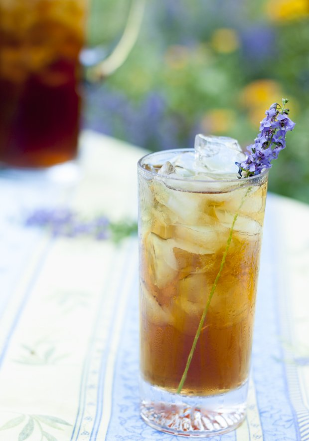 Easy Homemade Lavender Iced Tea Recipe | Iced Tea Recipes That Will Rock Your Summer | sugar free iced tea recipe